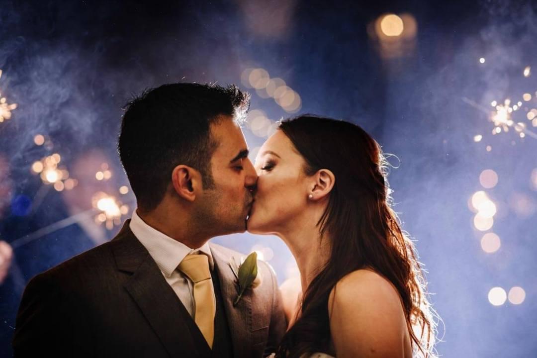Jane & Aimun kiss each other