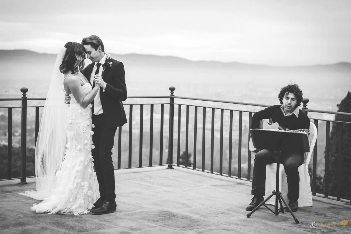 romantic wedding just for two in Tuscany