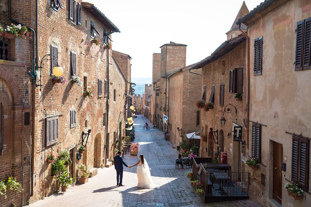 Wedding in a medieval city in Tuscany