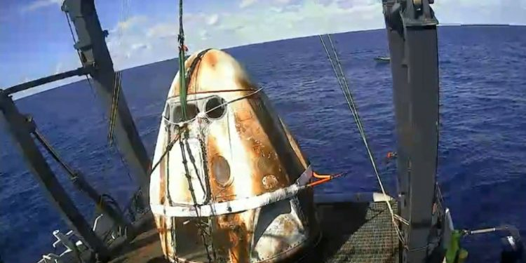SpaceX capsule back on Earth, paving way for new manned ...