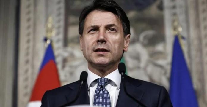 Giuseppe Conte mentre presenta la nuova Manovra Economica