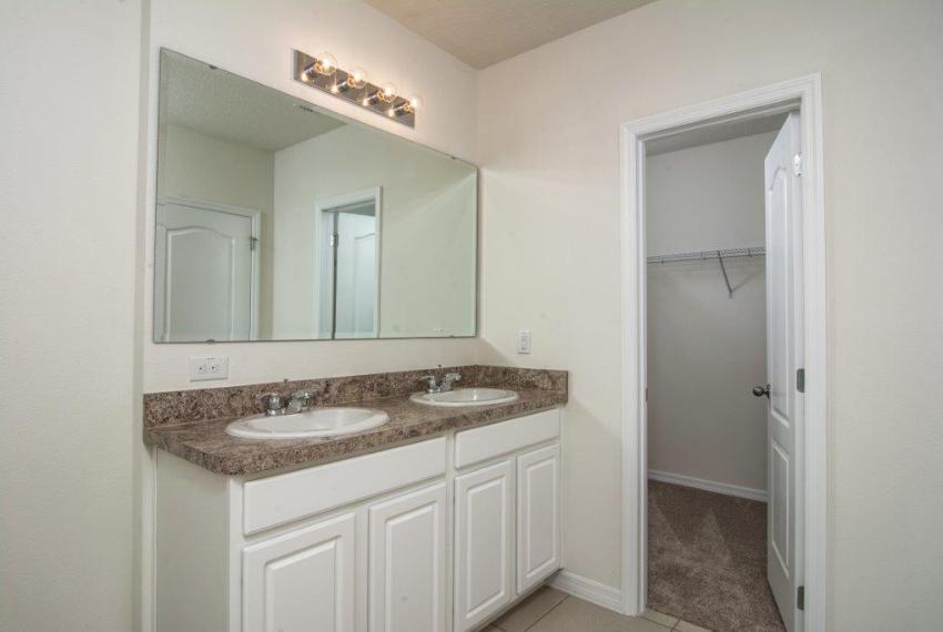 3429 Seneca - Captiva Master Bathroom