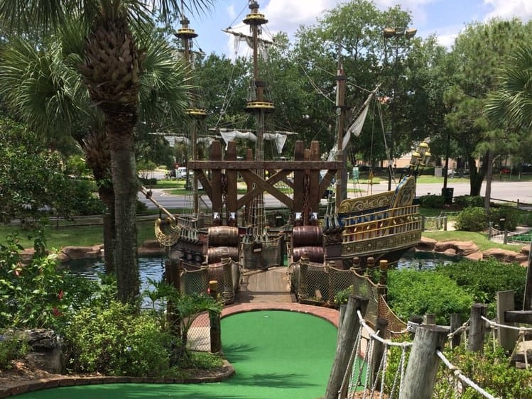 Pirate's mini golf