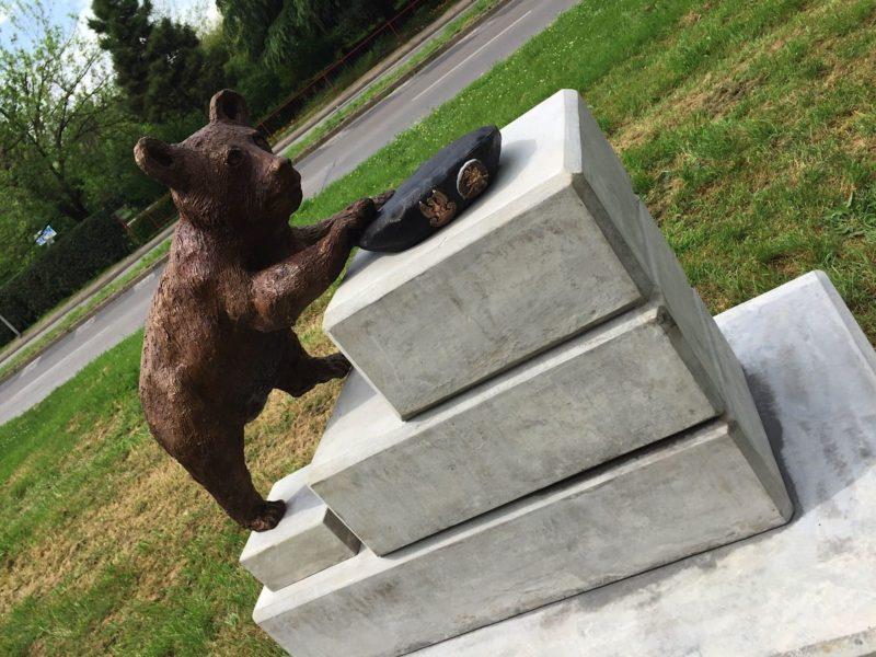 statua orso Wojtek