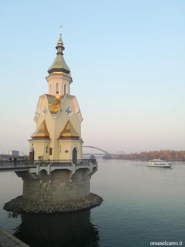 Chiesa sull'acqua Kiev