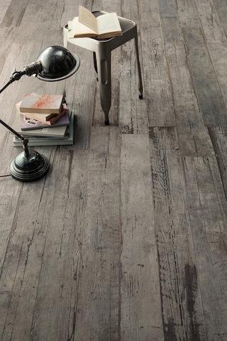 astonishing-porcelain-tile-looking-like-real-weathered-wood-3-thumb-autox944-51574