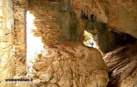 ORSOMARSO - Eremo di san Nilo con la grande pietra