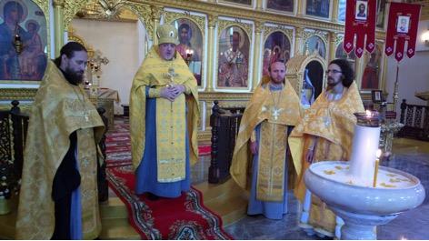 Архимандрит Олег (Черепанин), Представитель Русской Православной Церкви в Таиланде представляет пастве новоназначенных клириков.