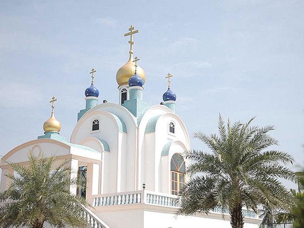 Покровский храм в Паттайе. Пасхальное богослужение совершает иерей Дмитрий Савенков.
