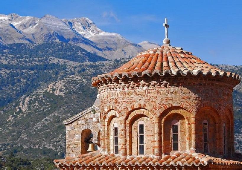 Xίλιες εκκλησίες να χτίσεις, αν δεν μπεις μέσα δεν σώζεσαι