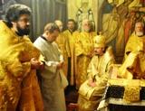 (Română) Doi preoți moldoveni au fost hirotonisiți în treapta de preot în biserica Sf. Trei Ierarhi din Paris