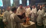În sîmbăta săptămînii Patimilor episcopul Nestor a săvîrșit Sfînta Liturghie în Biserica Sfinților Trei Ierarhi din Paris
