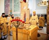 Episcopul Nestor de Corsun a oficiat Sfânta Liturghie și două hirotonii la Catedrala Sfintei Treimi din Paris