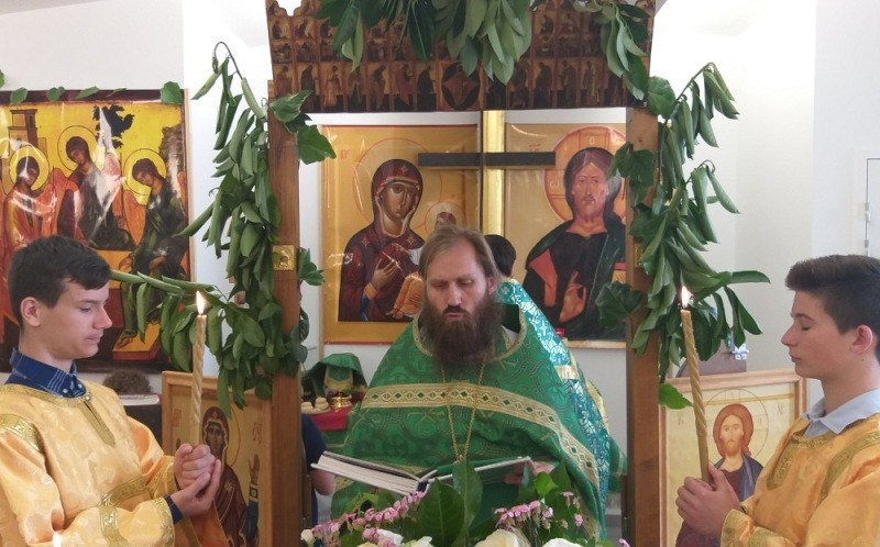(Română) Sărbătoarea Sfintei Treimi marcată de Comunitatea ortodoxă moldovenească de la Paris