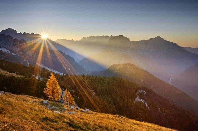 analiza_sunrise-over-the-mountains-8250