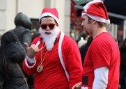 サンタコン – サンタクロースの格好をして街を練り歩くユニークなイベント