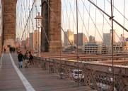 夕暮れ時にブルックリン・ブリッジをお散歩