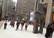 ロックフェラーセンターに出現した巨大人間像「ヒューマン・ネイチャー」