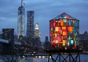 Tom Fruin氏制作の七色に輝くウォータータワー