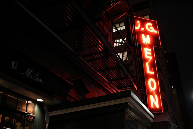地元メディアが絶賛!「J.G.メロン」で名物のハンバーガーを味わおう