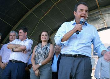 O vice prefeito Dr. Amílcar, deputado Paulo Melo, prefeita Franciane e o governador Sérgio Cabral. Foto: Edimilson Soares.