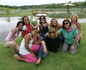As funcionárias da Câmara, num momento de descontração, no lago, no sítio do Vinícius, em Bicuíba.