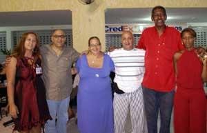 No Fly Shopping, a homenagem da FAMOSA a Ana Maiolino, com a presença de seus filhos Artur e Alexandre Neto.