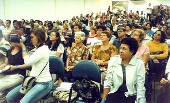 No primeiro plano, à direita, a premiada historiadora e diretora de cinema Nilma Accioli, que fez uma palestra memorável sobre a formação da identidade cultural na Baixada Litorânea.