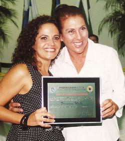 A prefeita Franciane Motta recebeu o título de Honra ao Mérito, homenagem da vereadora Taeta.
