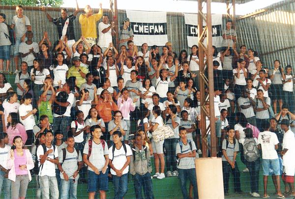 A animada plateia de estudantes que participou da entrega dos prêmios no Centro Educacional Padre Manoel, no bairro São Geraldo.