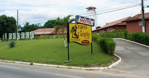 Entrada do Motel Cravo e Canela