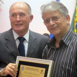 O licenciado Cabral com o homenageado José Francisco Sueth