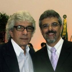 O vereador Paulo Renato com o homenageado Carlos Alberto