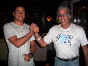 Maraca com o atual líder do ranking da 1ª divisão do surfe mundial, Adriano de Souza (Mineirinho).