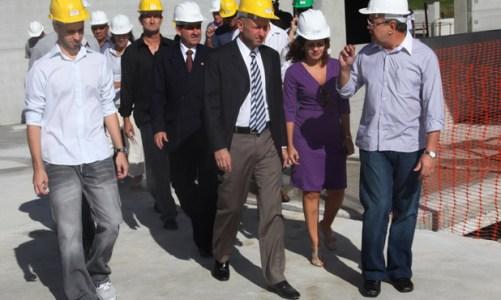 Secretário de Saúde do Estado visita obras do novo hospital em Bacaxá