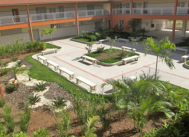 O jardim interno da Escola Técnica. Foto: Edimilson Soares