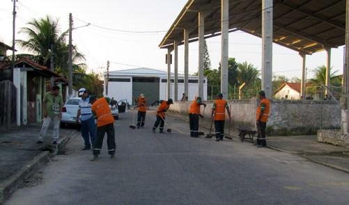 Prefeitura limpa ruas e estradas