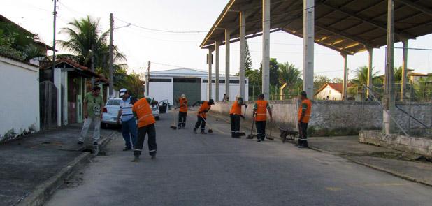 Diariamente os trabalhadores da limpeza atuam nas ruas da cidade. Foto: Waldo Siqueira