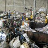 A reciclagem, assim como a coleta seletiva do lixo, são atitudes que visam salvar o planeta (Foto: Michele Maria)