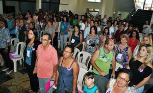 A conferência abrigou tanto mulheres como homens no Centro Paroquial da Igreja Santo Antônio, em Bacaxá