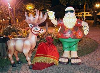 O encanto das músicas natalinas na voz do coral WL e o Papai Noel ao estilo surfista