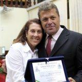 A vereadora Taeta com o presidente da Câmara Marcos Vinicius
