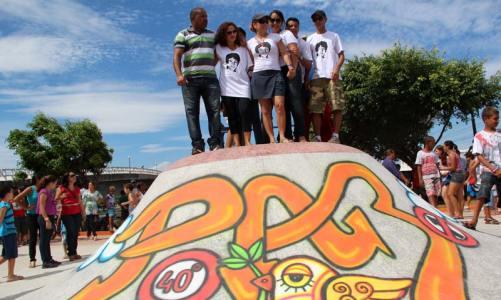 Atriz Cissa Guimarães inaugura pista de skate com nome do seu filho Rafael Mascarenhas