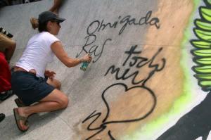 A pista grafitada pelo artística plástico Betto Almeida ganhou também uma declaração de Cissa que escreveu: Obrigada Rafa – Todo meu amor, Mãe
