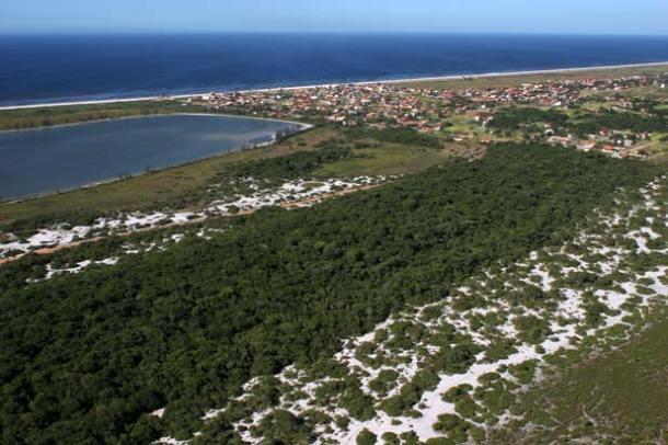 Proteger a restinga do processo de urbanização é um dos objetivos do Parque Estadual da Costa do Sol, o PECSOL. (Foto: Waldo Siqueira / SECOM PMS)
