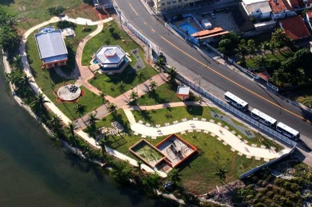 A Praça do Bem-Estar, na orla da lagoa, representa um grande benefício para a população local, que poderá aproveitar o circuito para caminhada e corrida, além de piscina e academia. (Foto: Waldo Siqueira / SECOM PMS)