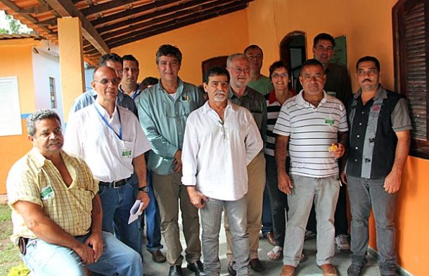 Técnicos da ONU, da Emater-Rio, do Programa Rio Rural, das Secretarias Municipais  de Meio Ambiente e de Agricultura, Abastecimento e Pesca, juntos com um só objetivo:  o desenvolvimento sustentável na microbacia do Rio Roncador. (Fotos: Edimilson Soares)