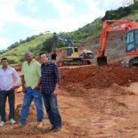 O engenheiro Luquette ao lado de Ernesto com dois funcionários da Desk, Márcio e Mazinho, e o amigo Miguel, no Polo Industrial de Sampaio Corrêa. (Fotos: Edimilson Soares)
