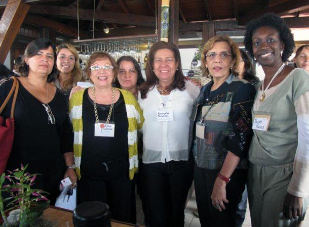 Na linha de frente Elísia Rangel, Edna Calheiros, Rosângela Borges, Angela Fontes e Deise Rosas. Atrás, as empresárias Marina Ferreira e Nurimar Mendonça. (Foto: Dulce Tupy)
