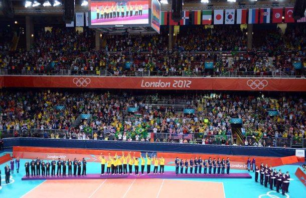 A Seleção Feminina no pódium dos Jogos Olimpicos de Londres, onde conquistou a tão sonhada Medalha de Ouro.